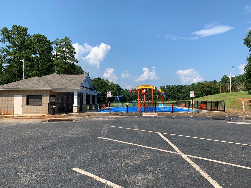 Splash Pad: 343 Country Club Dr, Forsyth, GA