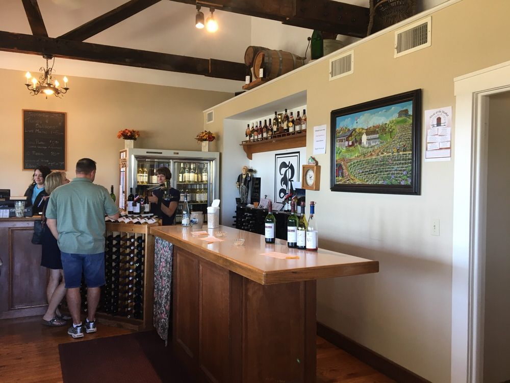 Robller Vineyard & Winery: 275 Robller Vineyard Rd, New Haven, MO