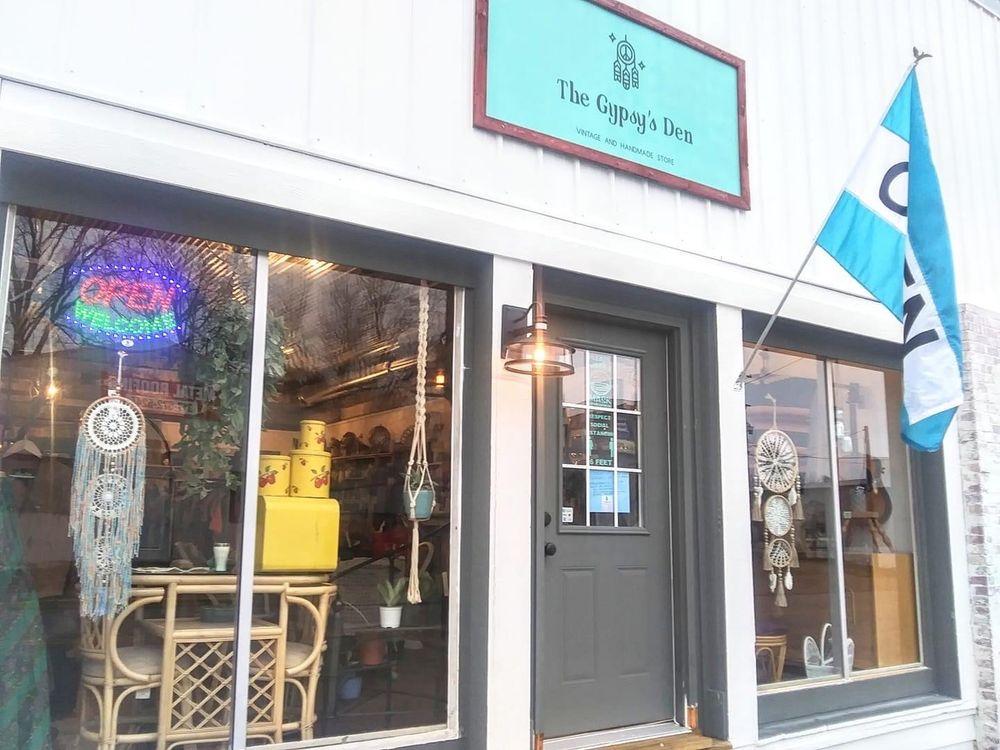 The Gypsy's Den: 4881 Iowa St, Clayton, IN