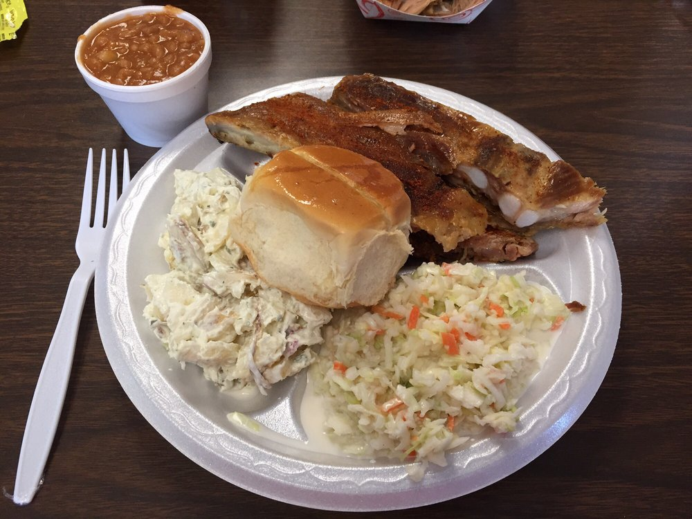 Hog Heaven: 1320 Shelby Dr, Dyersburg, TN