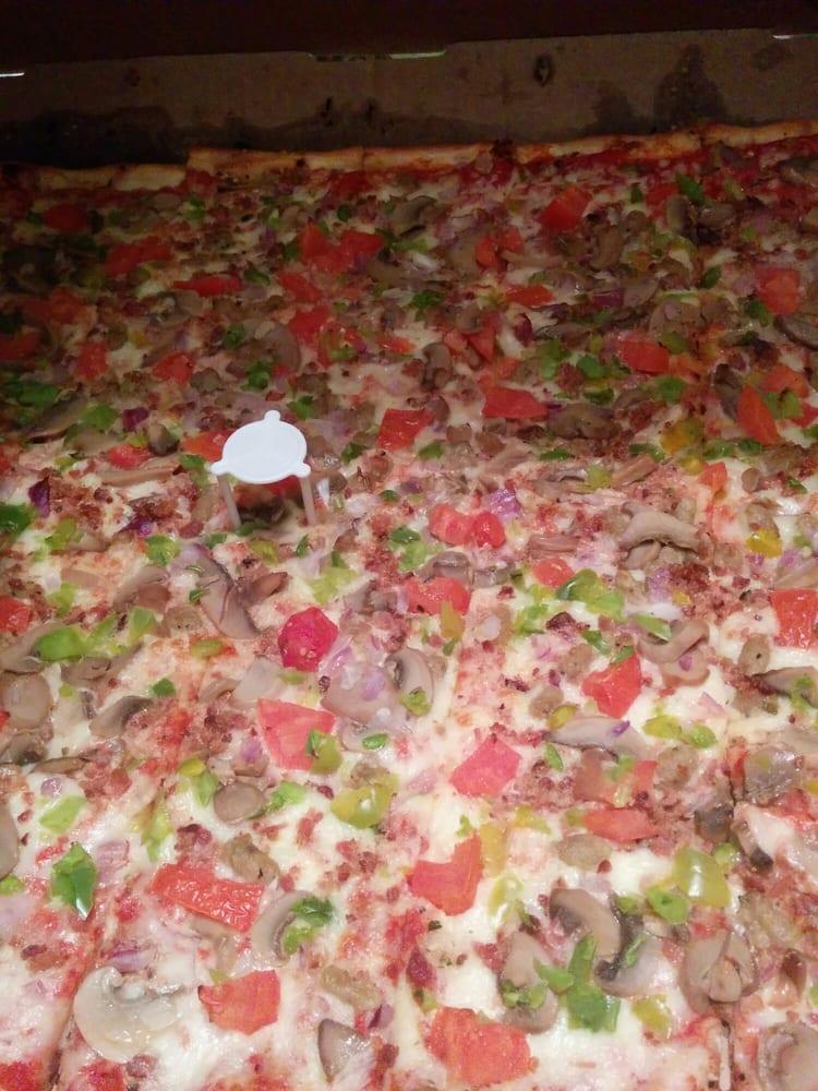 Primo Pizza: 9733 Tecumseh Road E, Windsor, ON