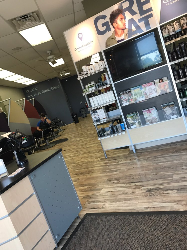 Great Clips: 131 Business Park Blvd, Kenedy, TX