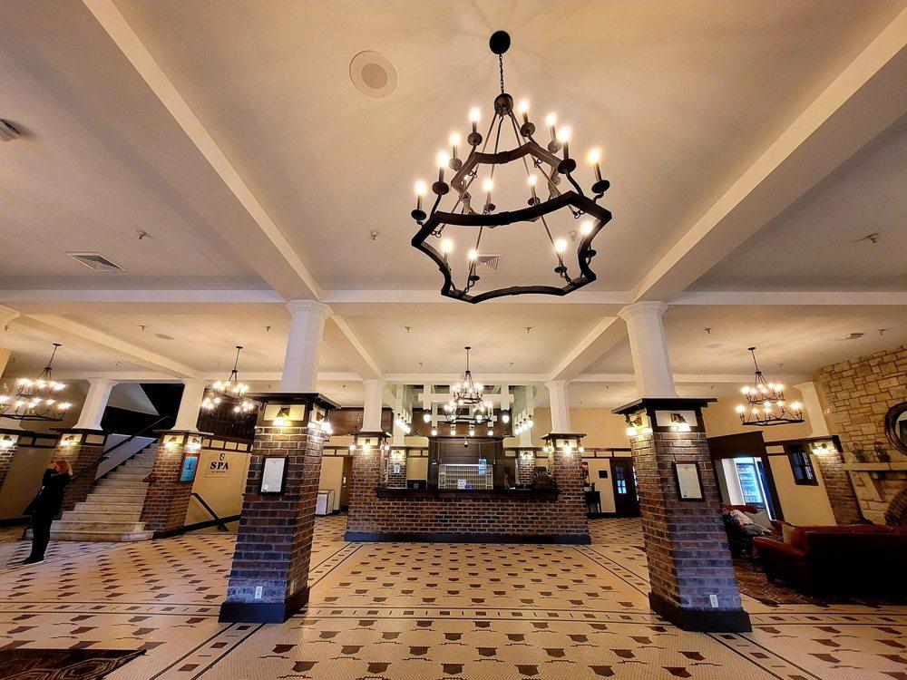 The Elms Hotel & Spa: 401 Regent St, Excelsior Springs, MO