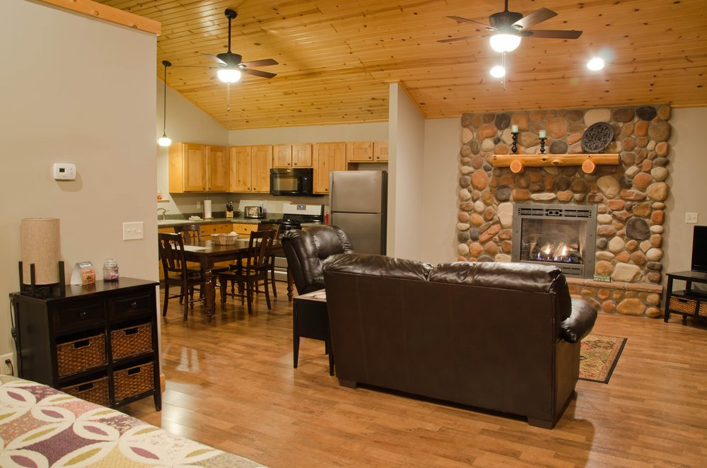 Woodland Cabins: 299-301 Green Ridge Rd, Carbondale, IL
