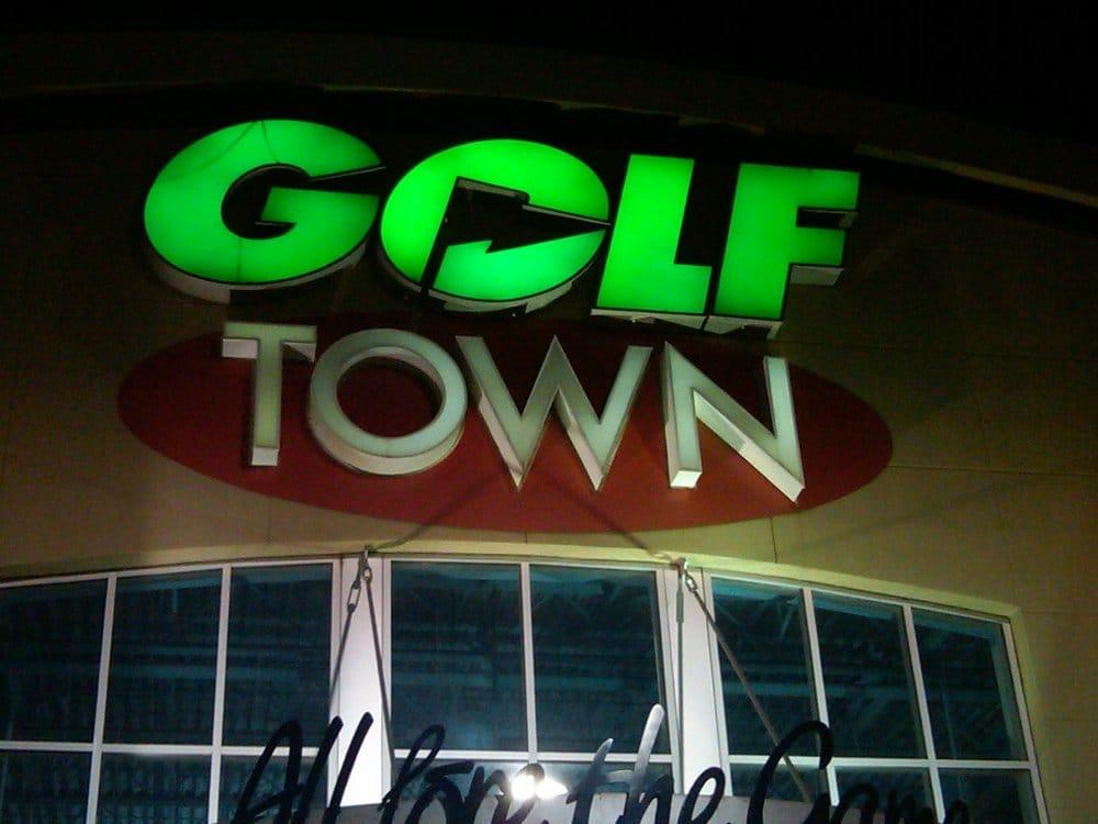 Golf town equipamento de golfe 1940 99 street nw for Kitchen cabinets 99 street edmonton