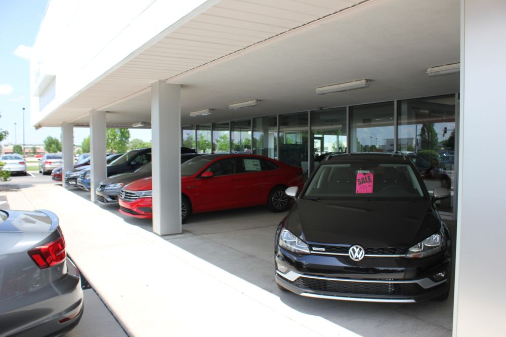 crown volkswagen of lawrence 17 photos 12 reviews car dealers 3400 s iowa st lawrence. Black Bedroom Furniture Sets. Home Design Ideas