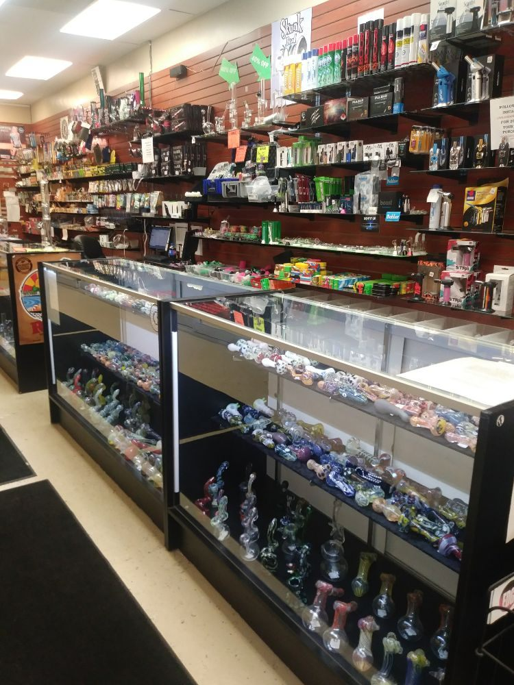 Wildside Smoke Shop: 33766 Woodward Ave, Birmingham, MI
