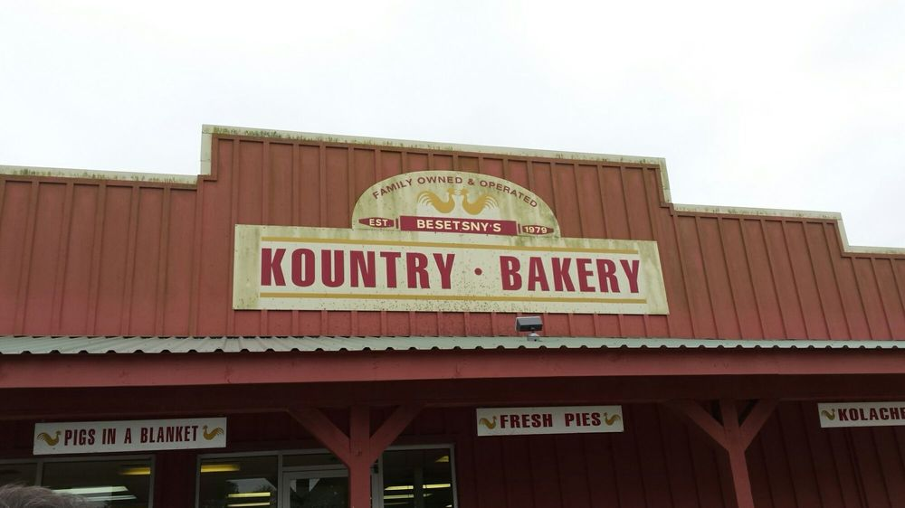 Kountry Bakery: 702 S McCarty Ave, Eagle Lake, TX