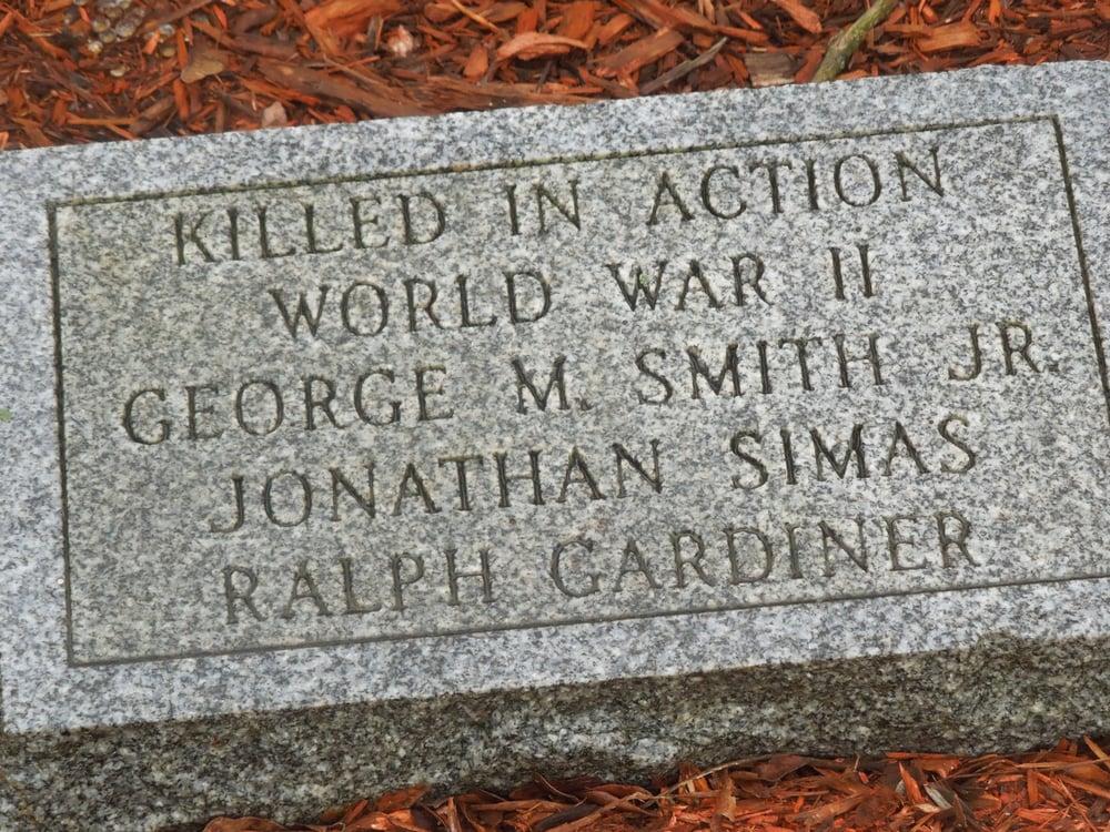 Oak Lawn Veterans Memorial: Wilbur Ave And Exchange St, Cranston, RI
