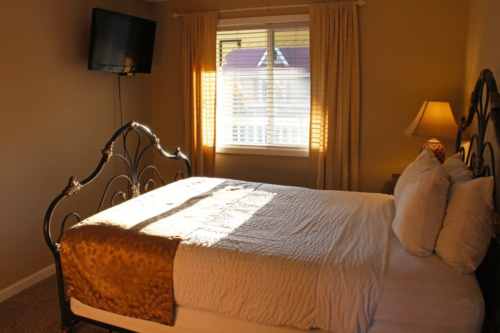 Silverton Inn and Suites: 310 N Water St, Silverton, OR