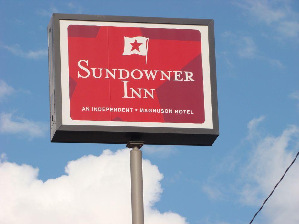 Sundowner Inn: 1018 Front St, Forsyth, MT