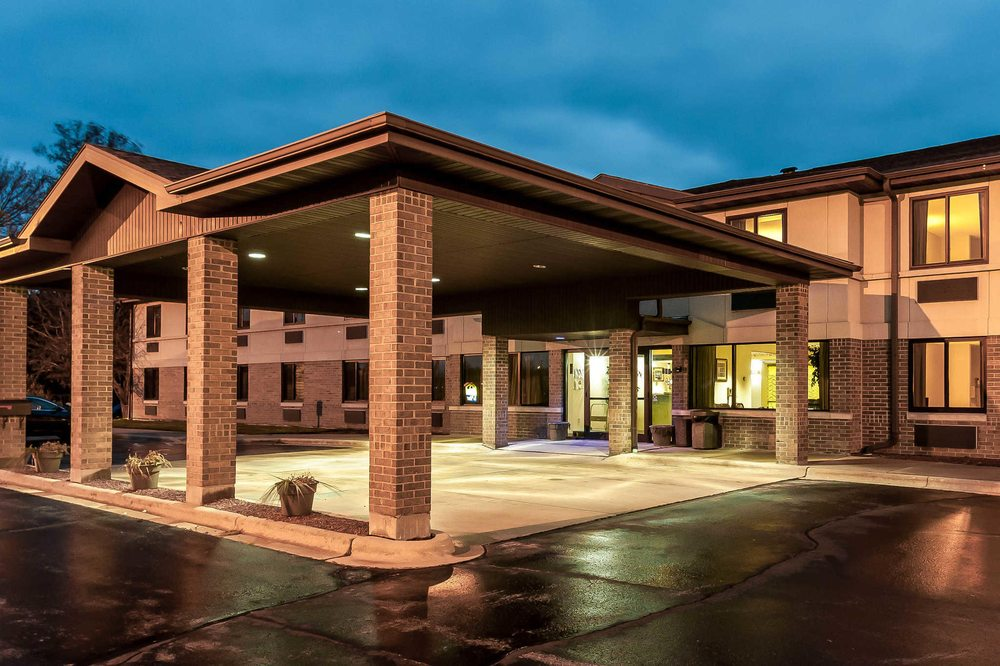 Econo Lodge Inn & Suites: 600 Brazeau Ave, Oconto, WI
