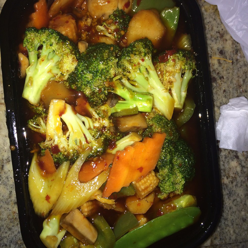 Broccoli in garlic sauce. Extra hot and spicy the way I like ...