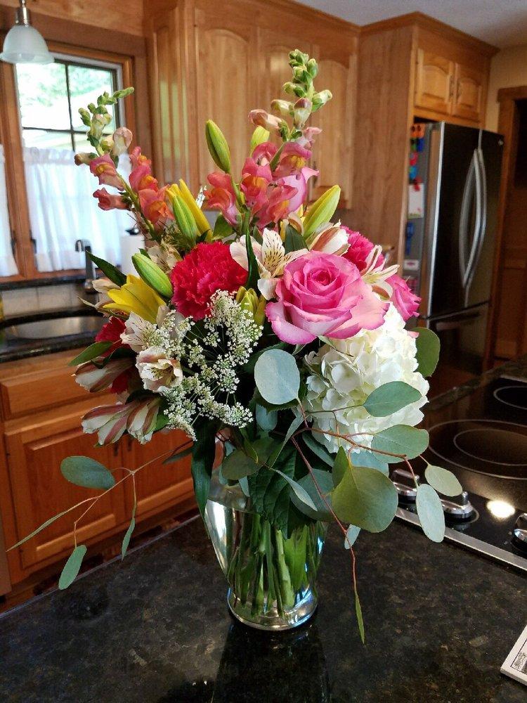 Christine's Cottage Florist: 712 Putnam Pike, Chepachet, RI
