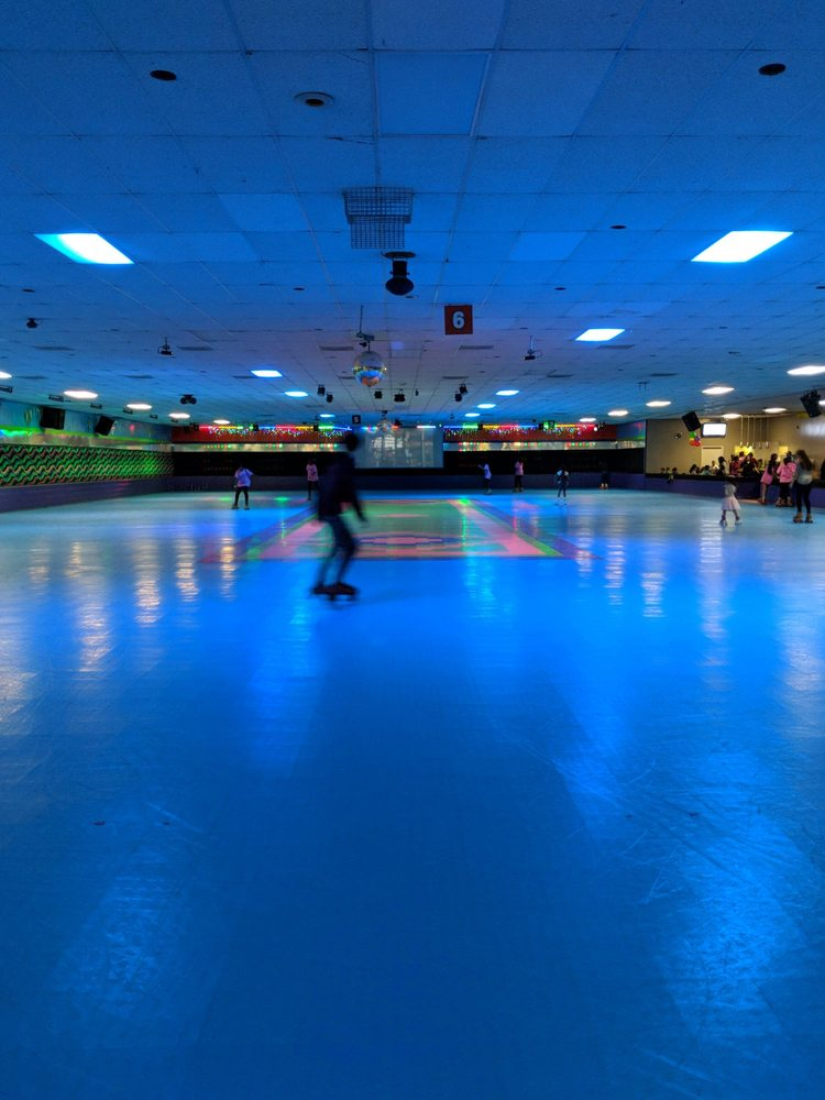 Bear Creek Roller Rink: 5210 Hwy 6 N, Houston, TX