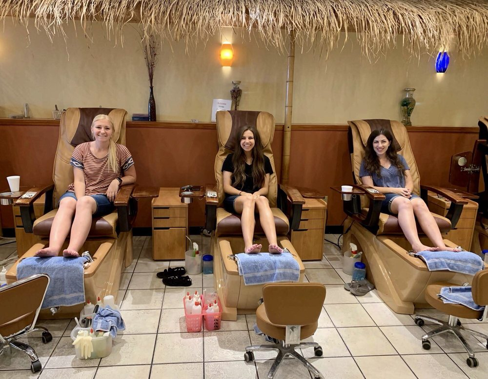 Bahama Spa and Nails: 1815 Maplewoods Commons Dr, Maplewood, MO