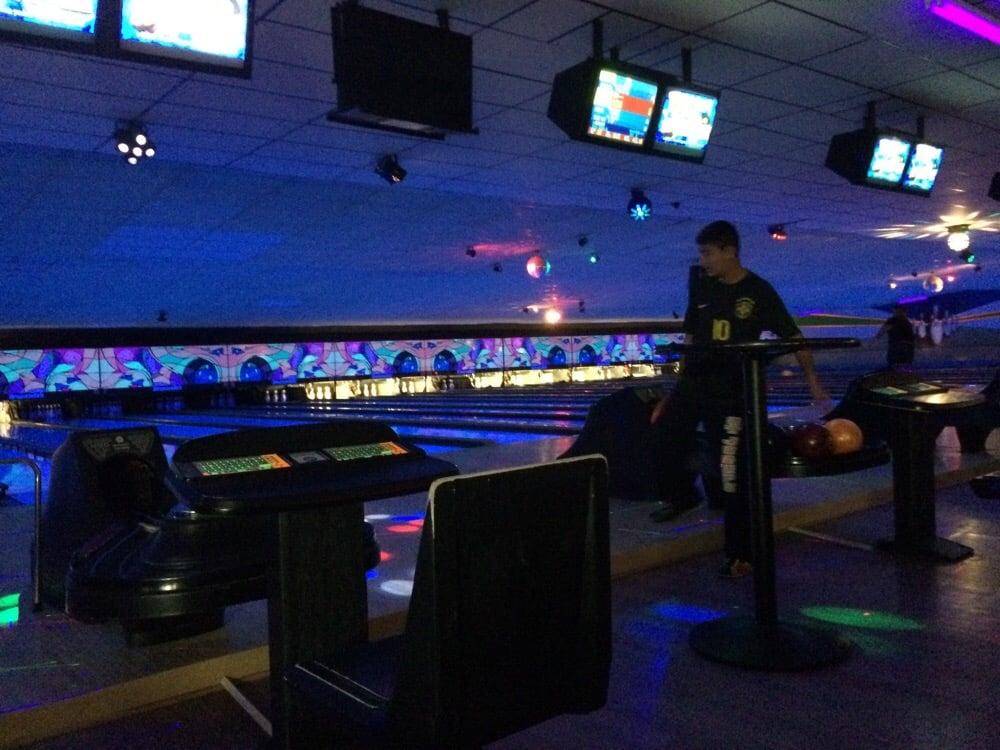 Amity Bowl: 30 Selden St, Woodbridge, CT