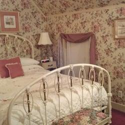 Victorian Bed & Breakfast - Bed & Breakfast - 320 Main St, Brockport ...
