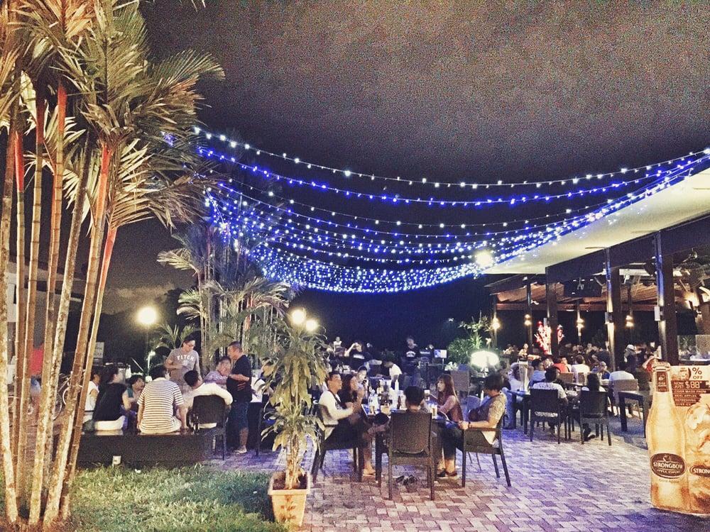 Frienzie Bar & Bistro Singapore
