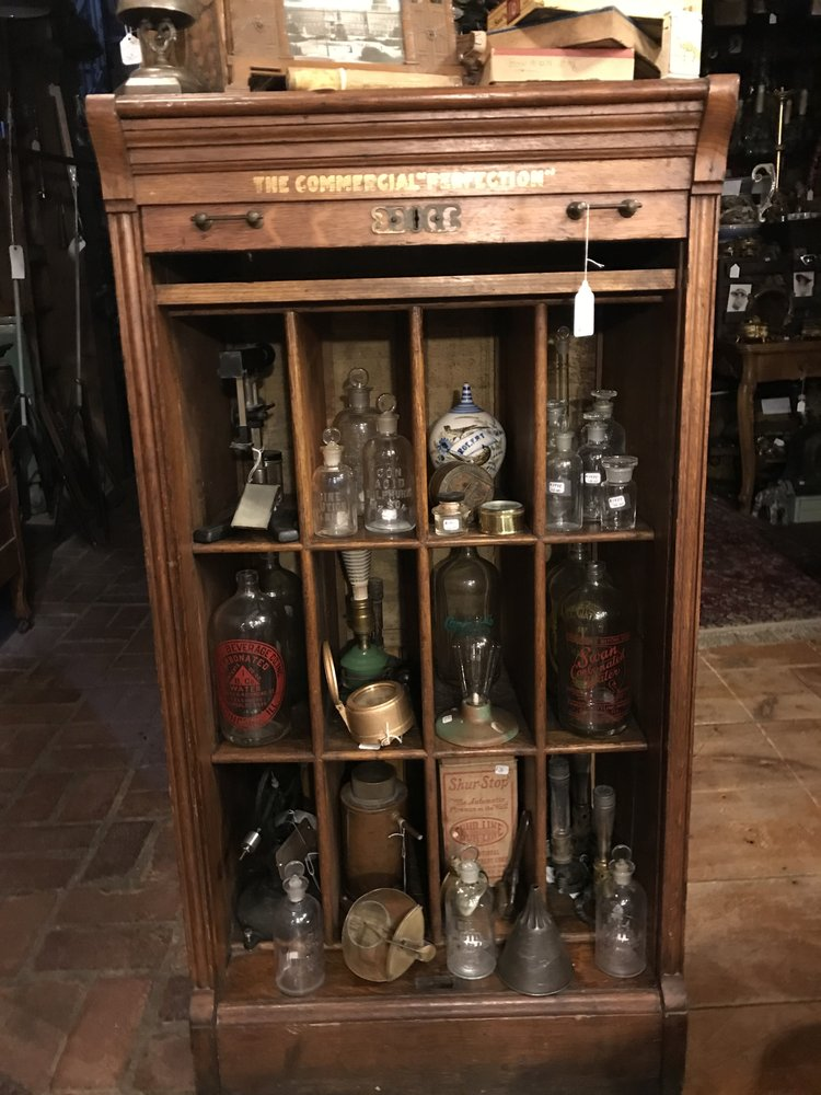 """Tish's """"upscale""""Antique Mall: 201 E Commercial Ave, Lowell, IN"""