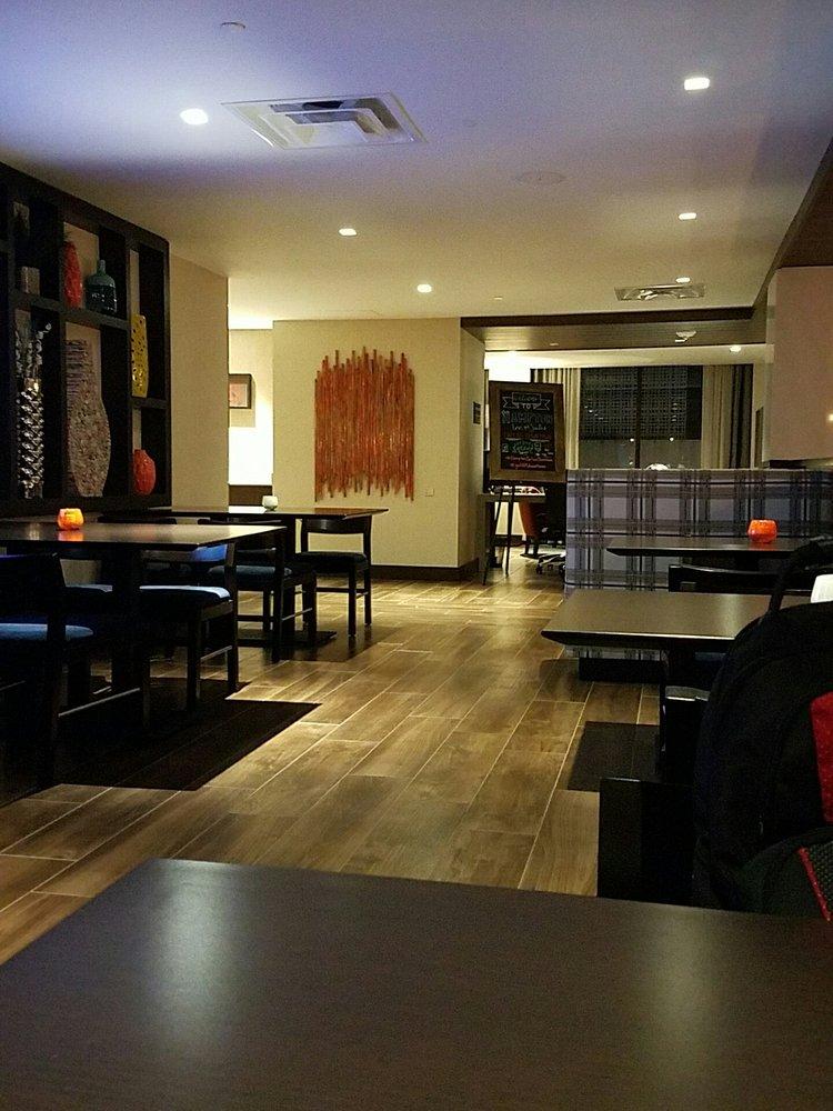 Hampton Inn & Suites - Dallas Downtown