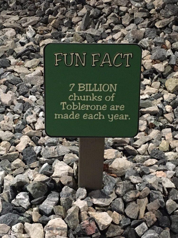 Matterhorn Mini Golf: 10 Dyer Cemetery Rd, Canton, CT