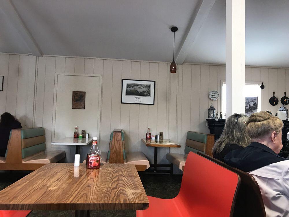 Edna's Diner: Hwy 43, Ethridge, TN