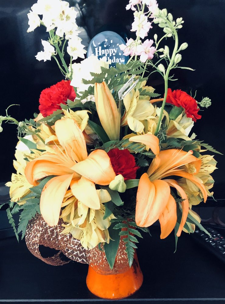 Labelle Florist and Gifts: 82 N Main St, Labelle, FL