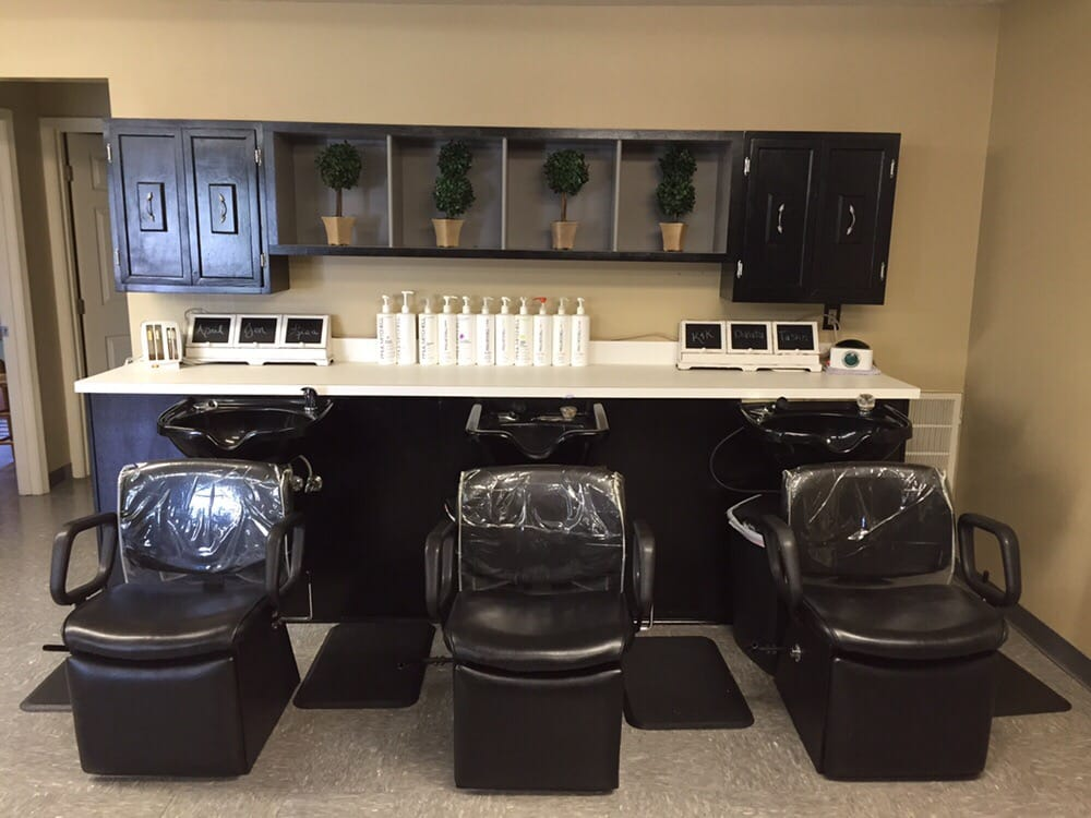 Taylor'd Designs Salon & Spa: 695 Hillview Dr, Corydon, IN