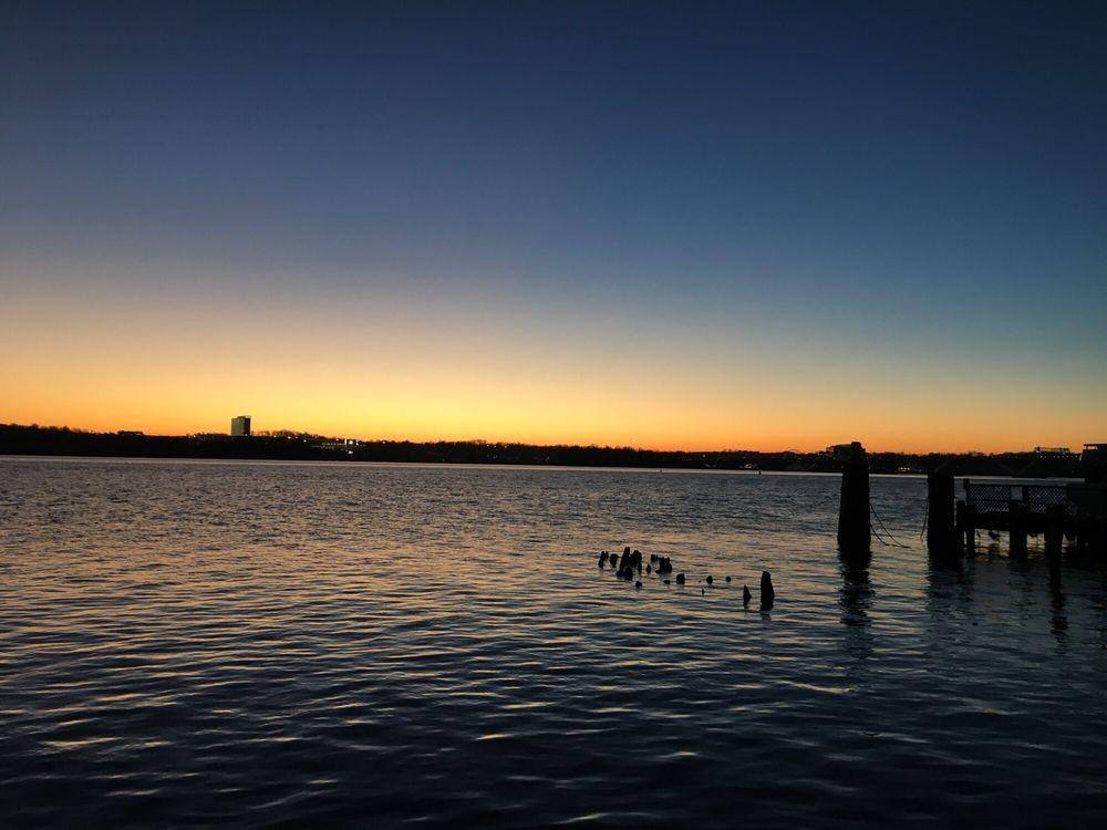 Waterfront Park: 1A Prince St, Alexandria, VA