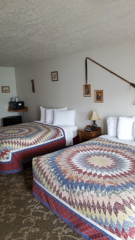 The Grizzly Den Motel: 1205 E Park Ave, Anaconda, MT