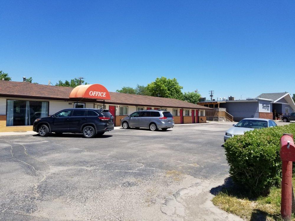 Grand Westerner Motel: 1050 W Hwy 20, Chadron, NE