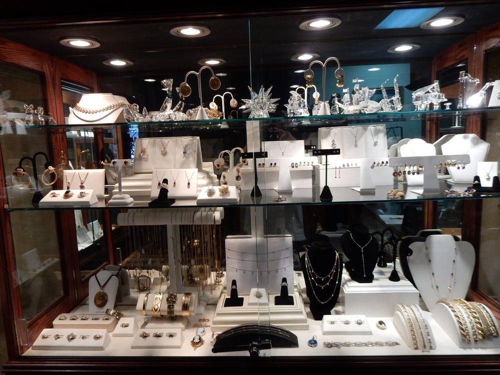 Serpentini Jewelry & Watch Service: 44 W Main St, Middletown, NY