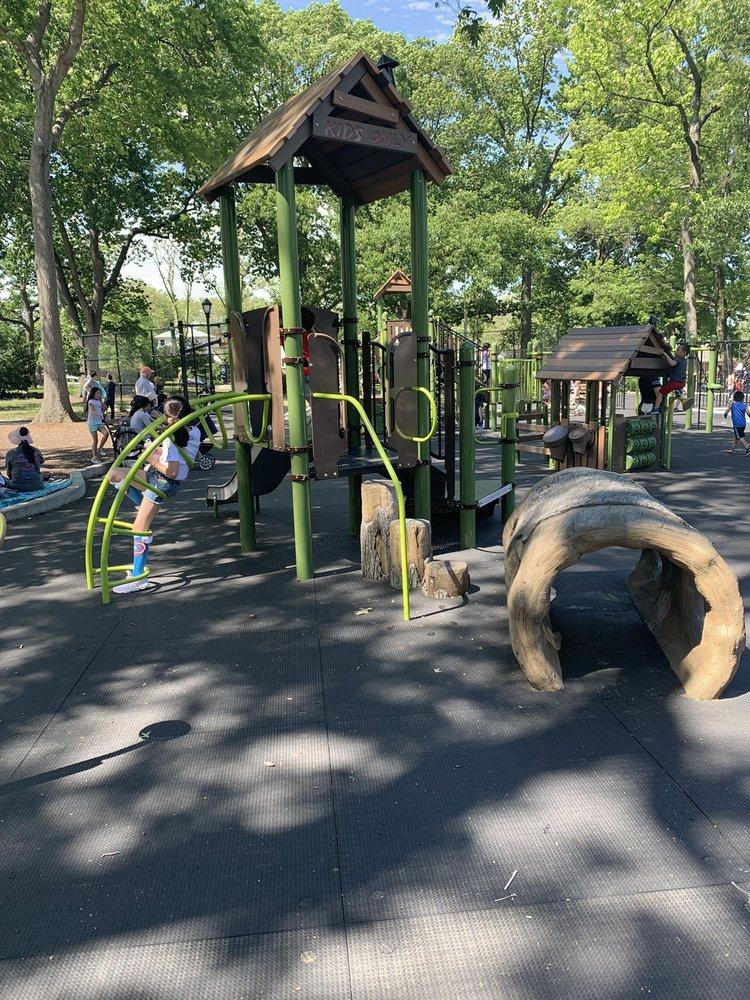 Bowne Park: 159th St & 29th Ave, Flushing, NY