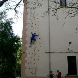 photo of granja escuela atalaya alcaraz albacete spain fachada con rocdromo para
