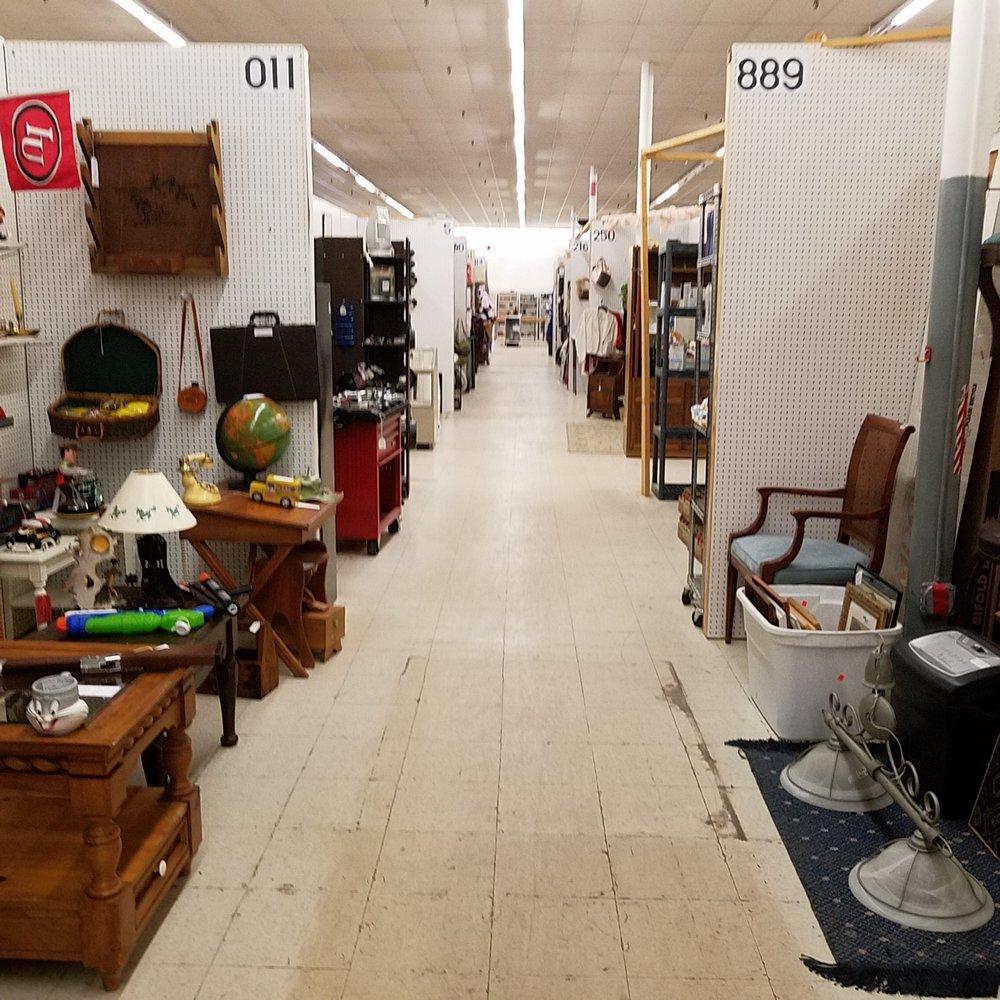Traderbaker Malls: 2080 Burton Ln, Martinsville, IN