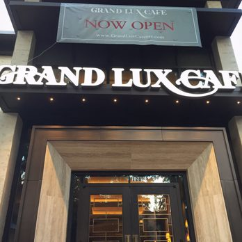 Grand lux cafe 197 photos 83 reviews american for 11506 century oaks terrace