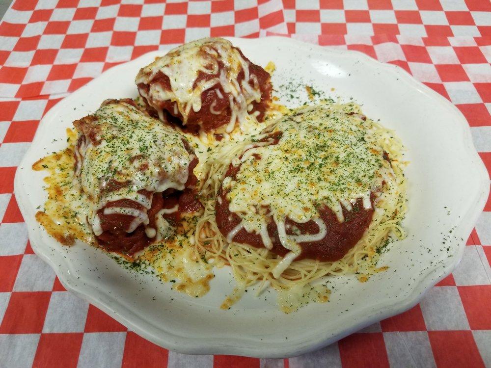 Mike N' Dangelos Italian Restaurant & Pizzeria: 137 Main St E, Girard, PA