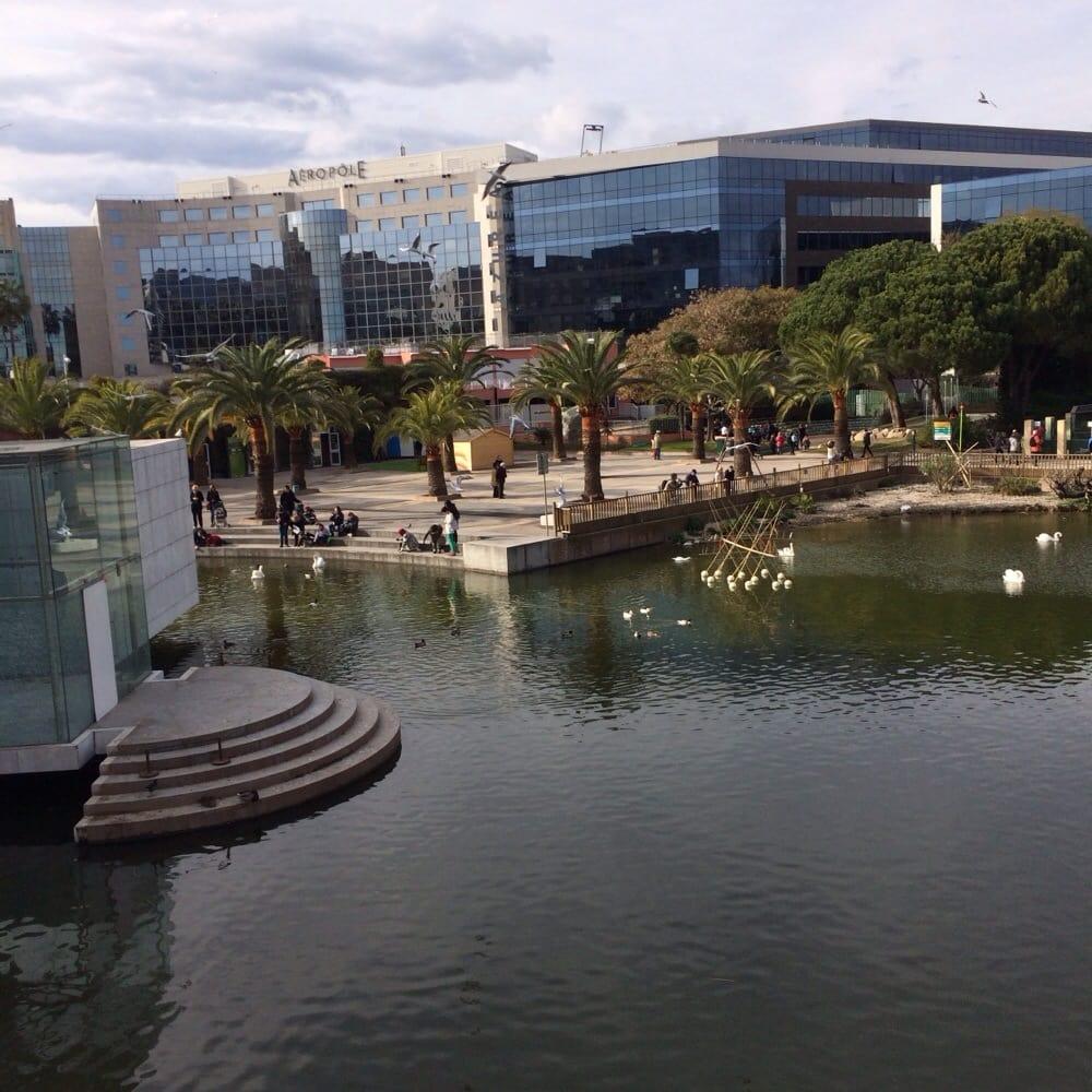 Photo de Parc Phoenix - Nice, France. Vue de l'entrée du parc depuis l'intérieur en hauteur