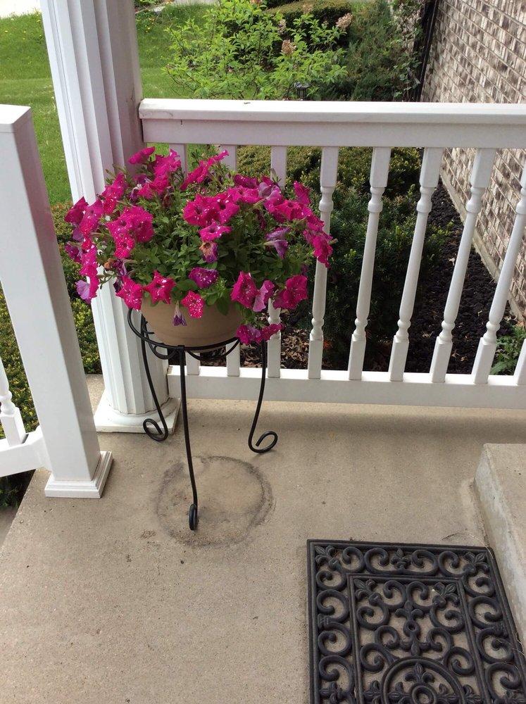 Petersen & Tietz Florists & Greenhouses: 2275 Independence Ave, Waterloo, IA