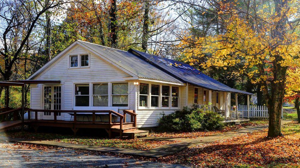 Pine Knob Diner: 100 Lake Dr, Caneyville, KY
