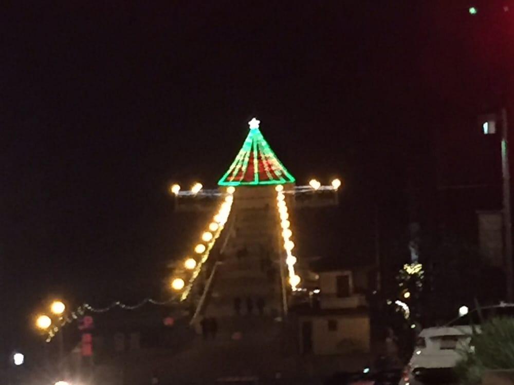 photo of city of manhattan beach manhattan beach ca united states christmas