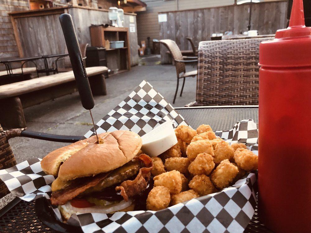 San Dune Pub: 127 Laneda Ave, Manzanita, OR