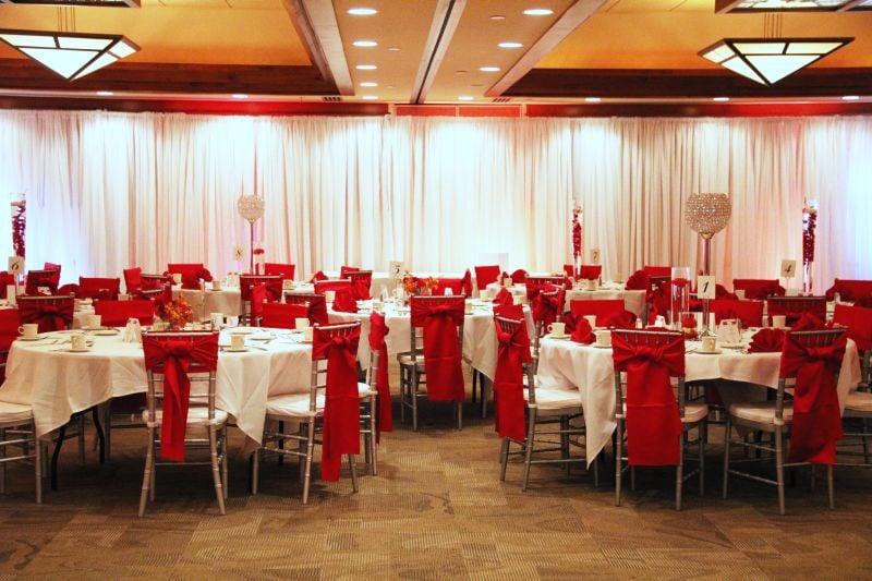 Lake Elmo Inn Event Center: 3712 Layton Ave N, Lake Elmo, MN