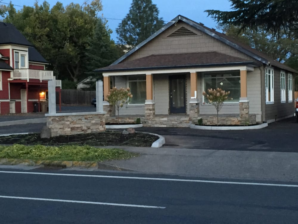 Cascade Chiropractic: 745 NE 7th St, Grants Pass, OR