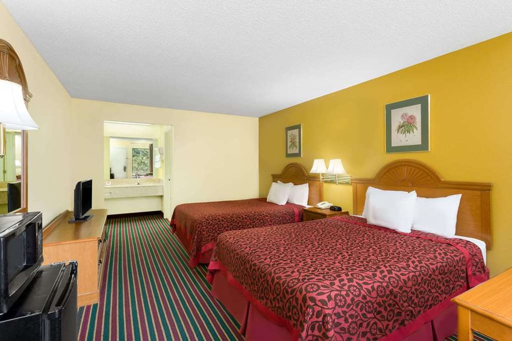 Days Inn by Wyndham Biscoe: 531 E Main St, Biscoe, NC