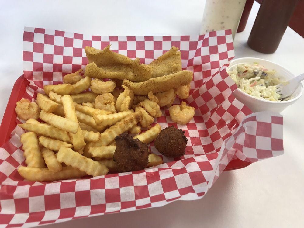 That Seafood Place: 1st St NE, Hamilton, AL