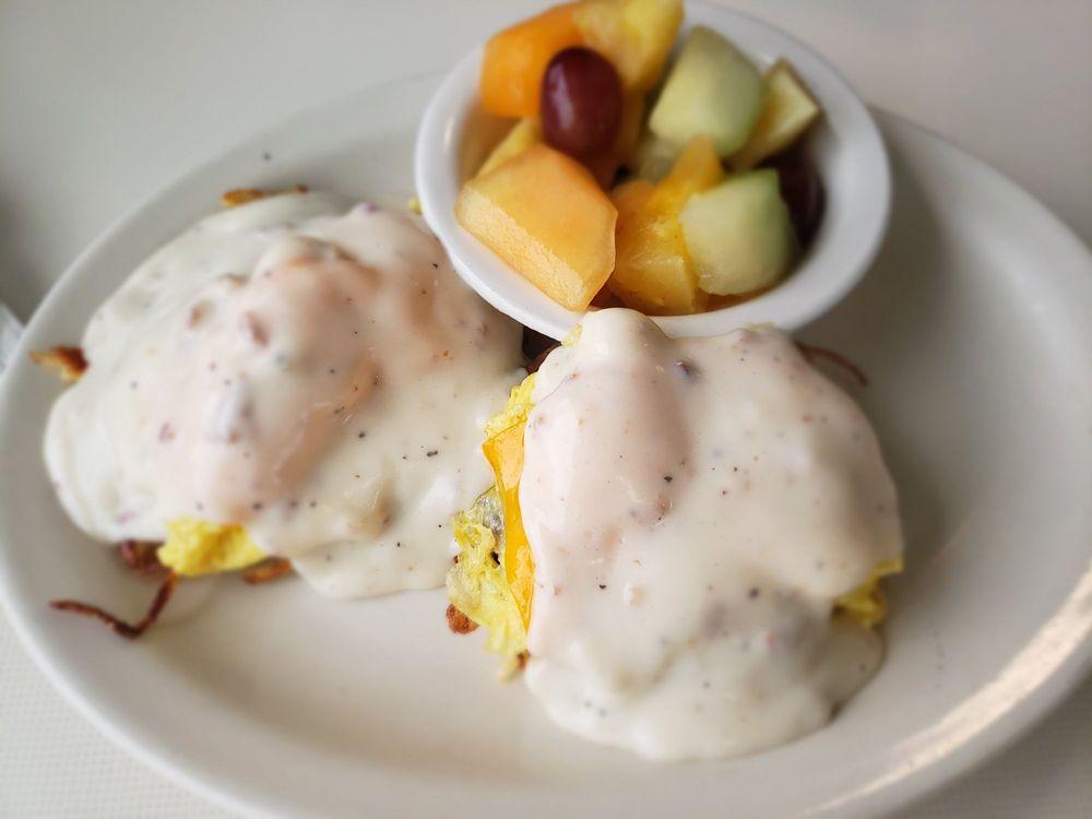 Broadway Diner: 304 Broadway St, Baraboo, WI