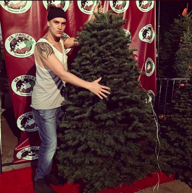 Jason Mewes came back to buy his tree at Mr. Jingles Christmas Trees ...