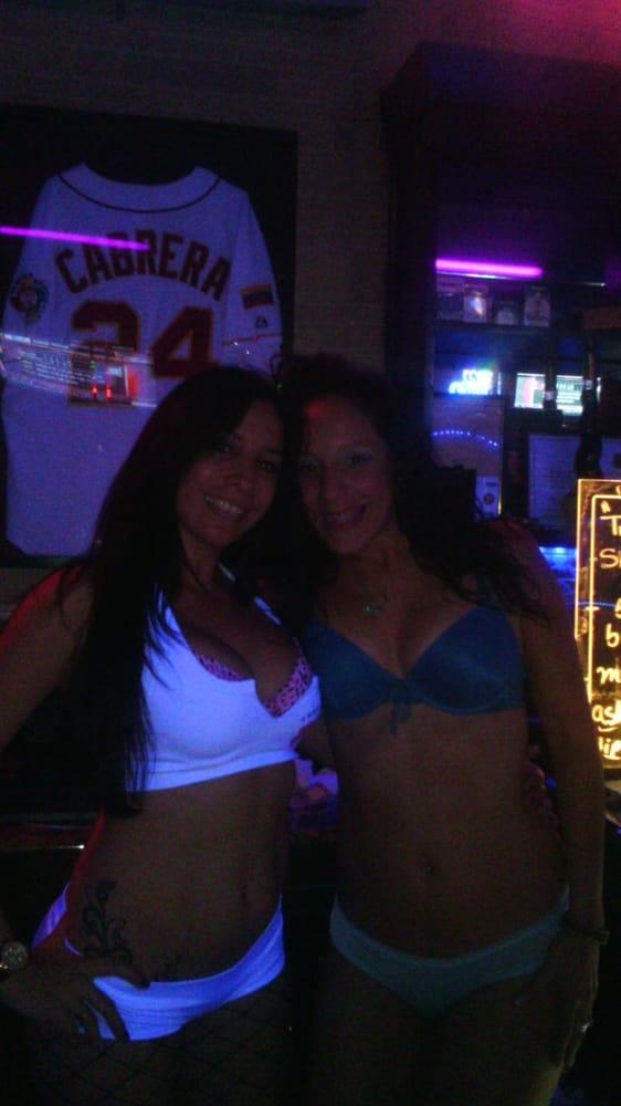 8th ave bar Bikini